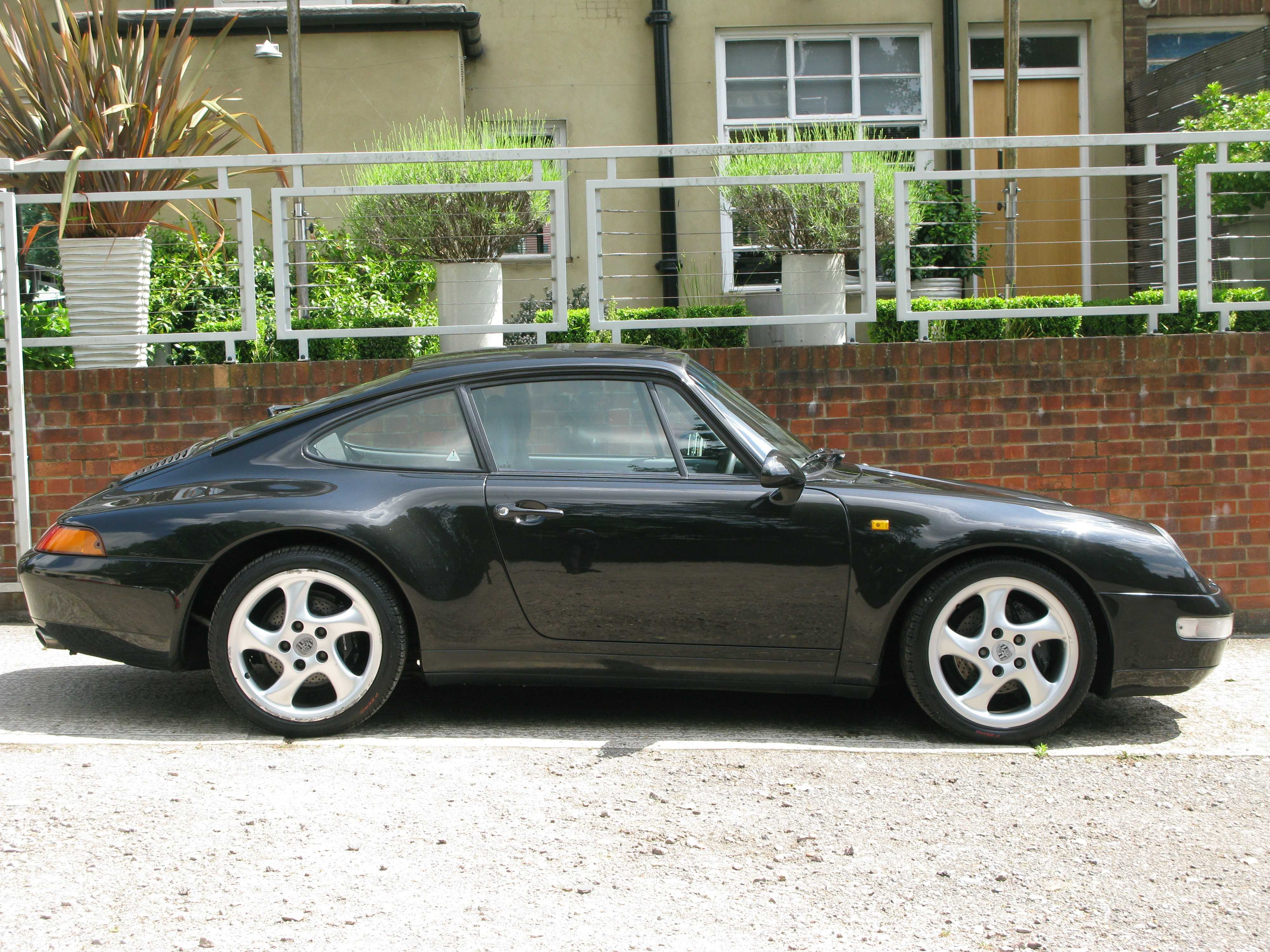 PORSCHE 993 CARRERA COUPE-MANUAL